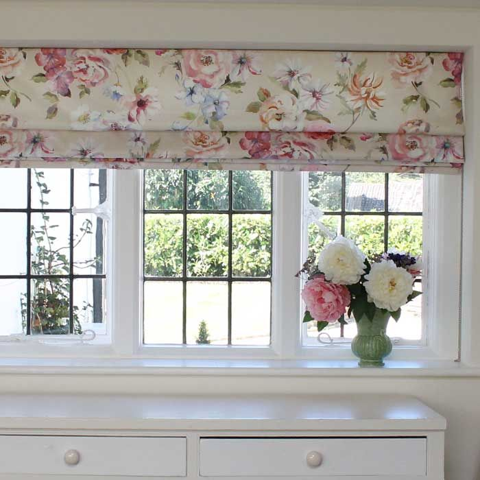 Jane Churchill Mayford Roman Blind - Painterly florals in Surrey kitchen by www.melaniedowning.co.uk