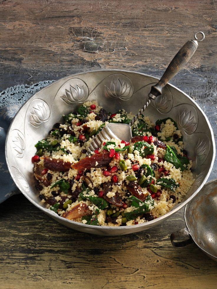 Auch zum Grillen eine wunderbare Beilage: Couscous-Spinatsalat | Zeit: 30 Min. | http://eatsmarter.de/rezepte/couscous-spinatsalat