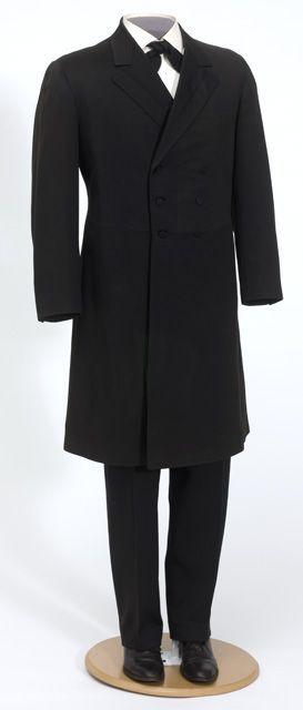 1950s Princeton University Store Three Mother of Pearl Button Black Mens Adjustable Back Dress Tuxedo Vest with Lapels fTnU17