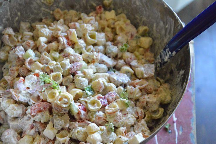 Nämä pastasalaatit on nyt meillä kovin IN! Kun edelliset on syöty niin jo pukkaa uutta. Meiän suosikki on viime aikoina ollut ehdottoma...