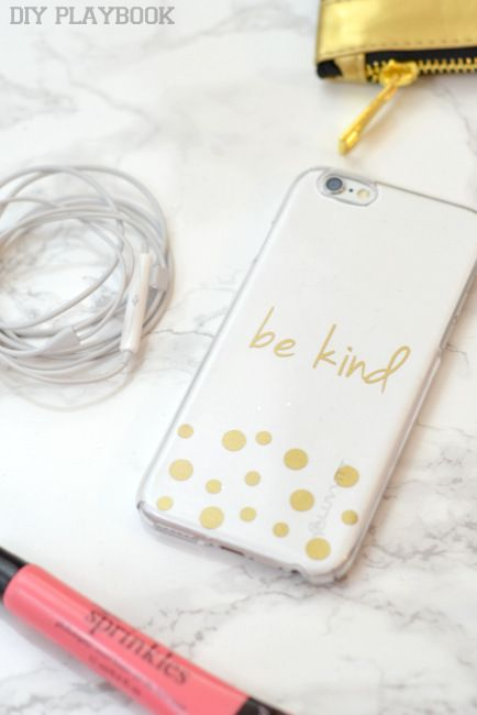 DIY Customized Gold Monogrammed Smartphone Case via @diyplaybook