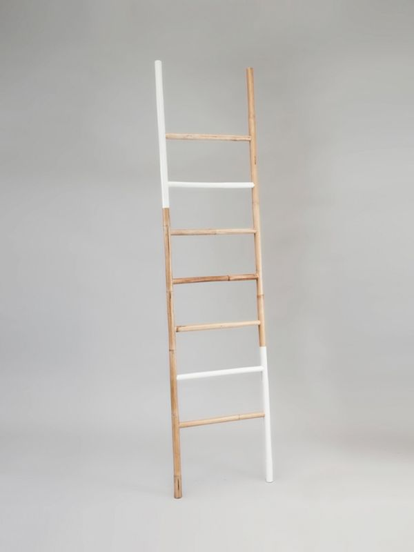 nagarey | Products - Kabinet - Filippa Leaning Ladder - White Tee - Natural x White