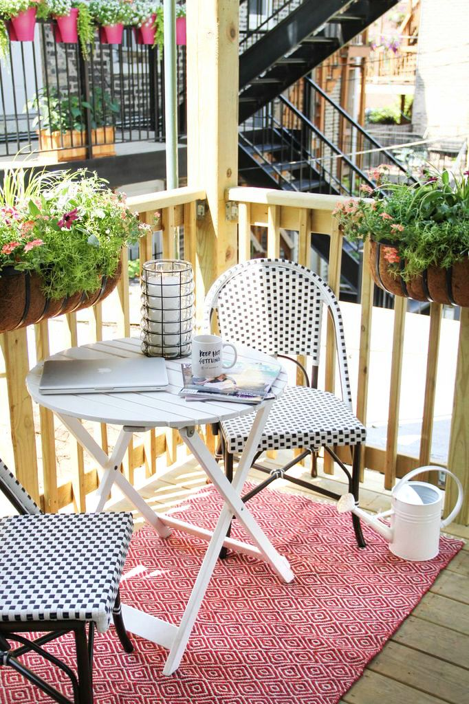 How to Style an Outdoor Space #theeverygirl #living #home #summer #smallspace