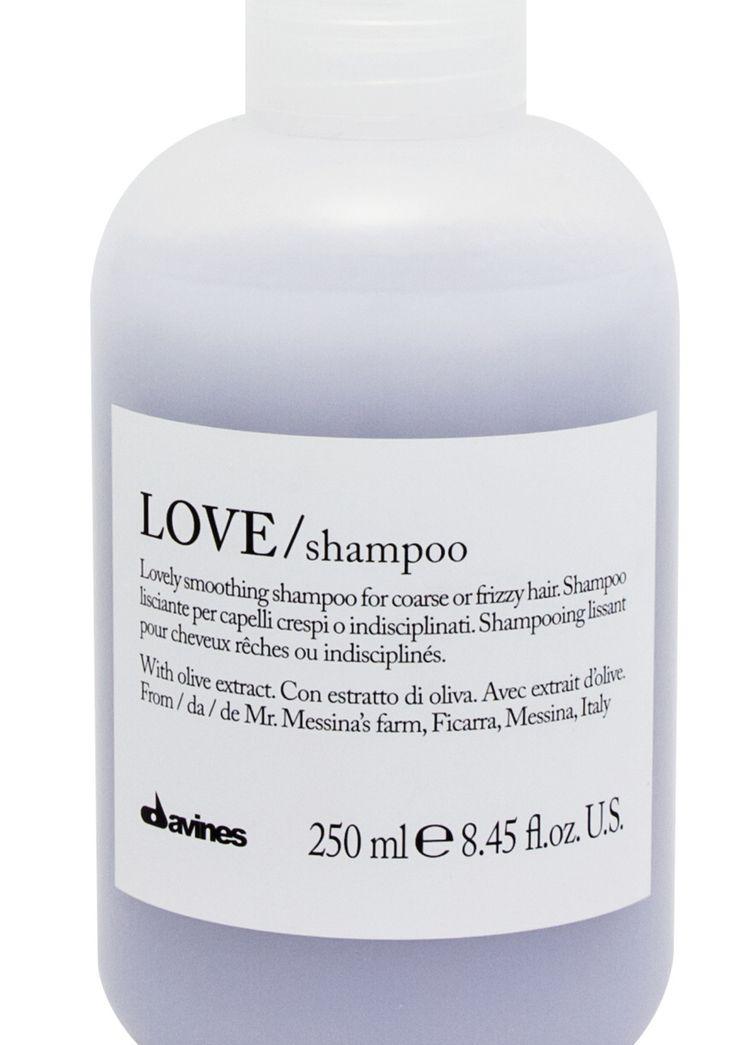 """Macht widerspenstiges, krauses Haare geschmeidig und verleiht einen seidigen Glanz: """"LOVE/ shampoo"""", 18 €, erhältlich über"""