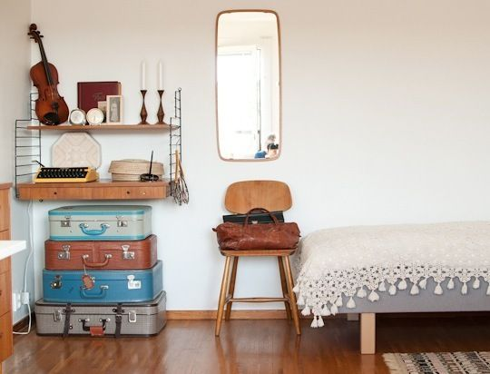 suitcases: House Tours, Apartment Therapy, Vintage Bedrooms, Sunny Swedish, Hilda Sunny, Dorm Rooms, Guest Rooms, Vintage Luggage, Swedish Highri