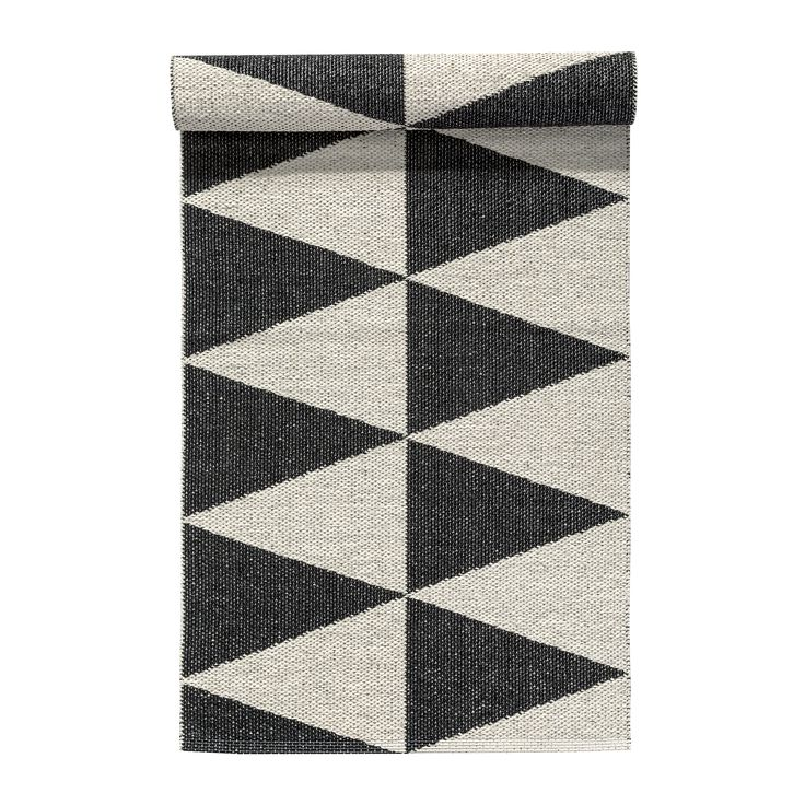 Rime plastic rug from Swedish brand Nordic Nest. Available in different lengths and colors.