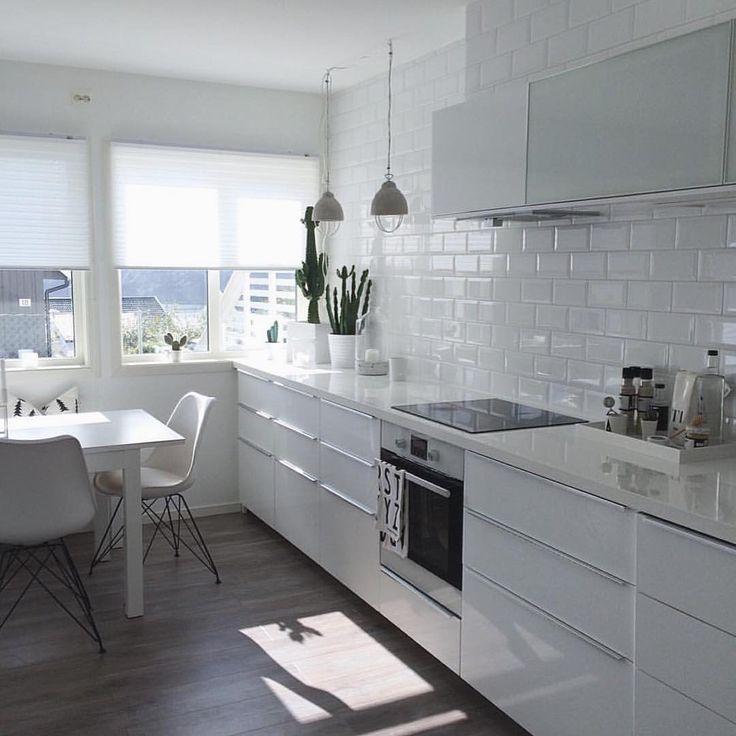 Kitchen Decor Inspiration: { Inspo } White Kitchen. { @marenbaxter } €� €� €� #Kitchen
