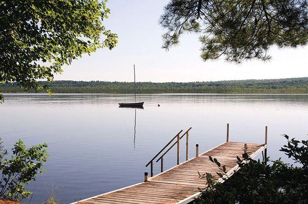 Maine Lakefront Home-23-1 Kindesign