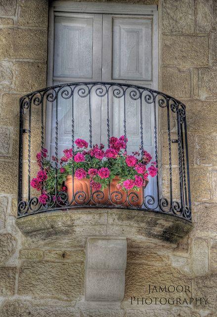 Romeo and Juliet Balcony by Jamoor, via Flickr  Mdina, Malta