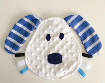 Your baby will adore this dog shaped crinkle tag toy. The crinkle sound is great for grabbing baby's attention while the colourful ribbons are perfect for little fingers and hands to touch and explore. It is made with four different fabrics. Super soft mi