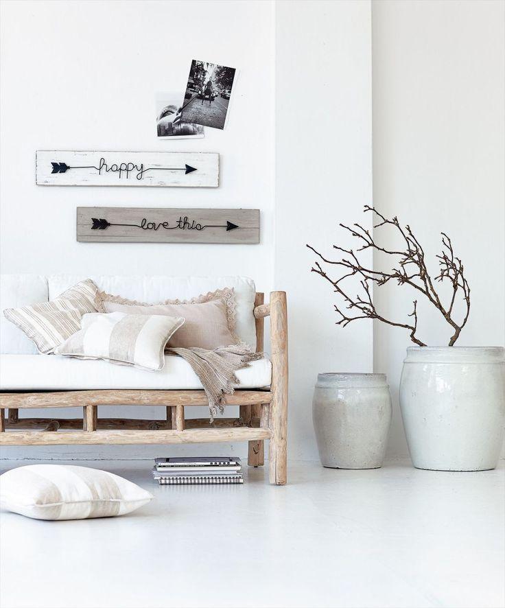Bringen Gemütlichkeit in dein Loft: Hoffnungslos romantisch - diese liebevoll gestaltete Kissenhülle in Leinenoptik ist beige und mit einer Bordüre umhäkelt.