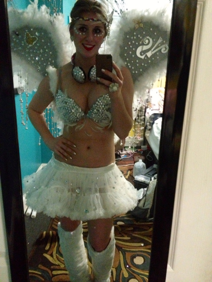 Frills and Thrills How To Be A Victoria\u0027s Secret Angel Wings - angel halloween costume ideas