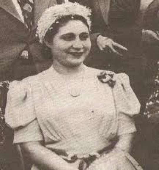 Hermila Galindo fue pionera del movimiento feminista en México, hizo la defensa de los derechos de las mujeres el motivo de su carrera política. Fundó el semanario feminista La Mujer Moderna que promovía el desarrollo de las mujeres y reivindicaba su posición dentro del esquema social. Defendió la educación laica, sexual, y el derecho de las mujeres a ejercer su sexualidad.
