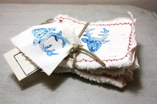 Set 4 biglietti d'auguri cuciti e dipinti a mano su cotone di recupero Set 4 biglietti d'auguri cuciti e dipinti a mano   su cotone di recupero___  Hand made greeting card