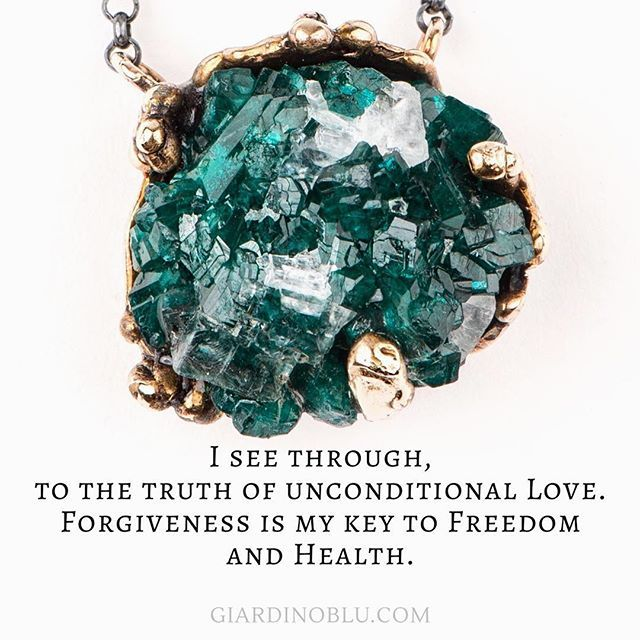 Is there something in your heart that you can't forgive? If there's a side of you that stuck in the past and blocks your energy flow, this beautiful necklace may be what you need. Raw Best quality Crystal Necklace | Handcrafted in Italy | balancing Heart Chakra | Green gemstone with a purpose. Shop it on giardinoblu.com (scheduled via http://www.tailwindapp.com?utm_source=pinterest&utm_medium=twpin&utm_content=post189483191&utm_campaign=scheduler_attribution)
