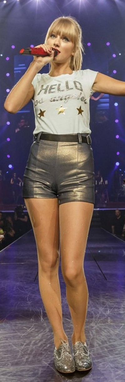 "( ☞ 2017 ★ BEAUTIFUL CELEBRITY WOMAN ★ TAYLOR SWIFT WEARING SHORTS "" Country ♫ pop ♫ "" ) ★ ♪♫♪♪ Taylor Alison Swift - Wednesday, December 13, 1989 - 5' 10'' 120 lbs 35-24-35 - Reading, Pennsylvania, USA."