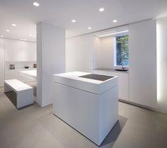Weiße Minimalistische Küche Kücheninsel
