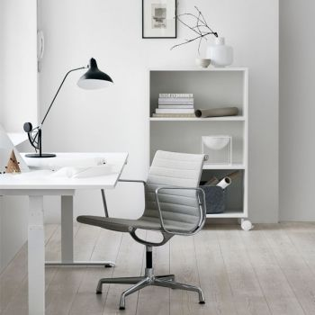 The 24/7 electric height-adjustable desk is a truly ergonomic piece of furniture since it allows one to work both sitting and standing. The silent motor is made in Denmark and the table's height can be adjusted from 63 to 128 cm.