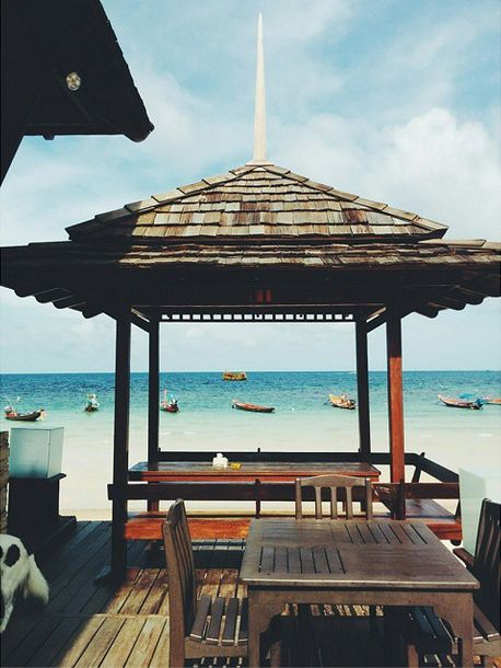 In #KohTao, Upaasna had a #breakfast with a view. And what a view it was! Clear blue waters and some #rustic #gazebos, life is here.