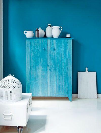 Special effect    Door met een rubberen kam strepen te trekken op een houten kast, ontstaat er een stoer hout-effect.    Verf   rubberen kam =  houtnerf