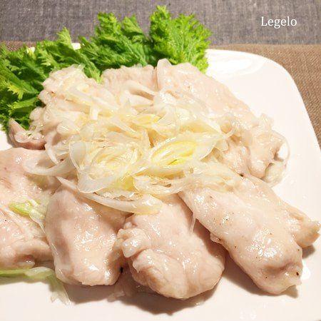 鶏胸肉 ぷりぷり 白だしで簡単おかず。フライパンひとつで簡単に作れるおかずです。白だしの風味と白ネギが淡泊な鶏むね肉にピッタリ。ごはんが進むおかずです。