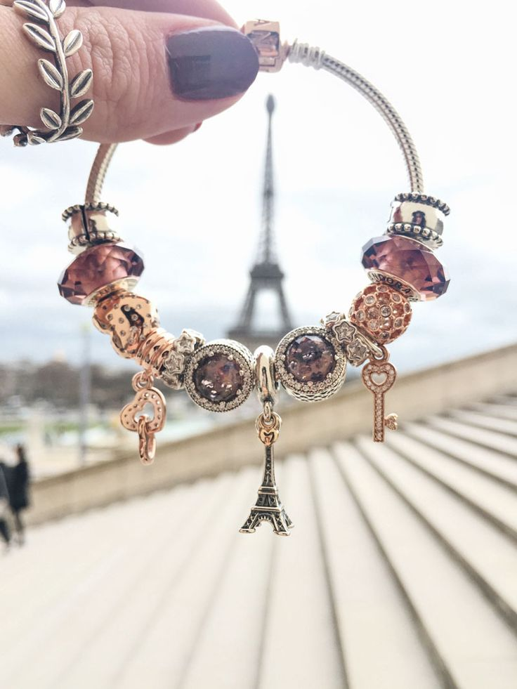 Any summer travel plans? There's something whimsical and exciting about planning to hold up your PANDORA charm to the actual landmark it was crafted to create. Don't you agree? #PANDORATexas #PANDORAbracelet