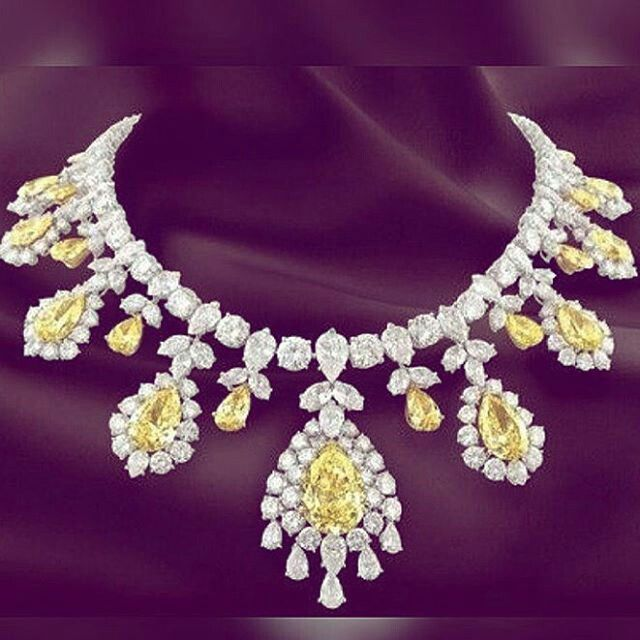 Mm_diamondsjewellers. Sumptuous yellow and withe diamond necklace. Spectacular jewel. Most expensive. Superb stones. Unforgettable gift.