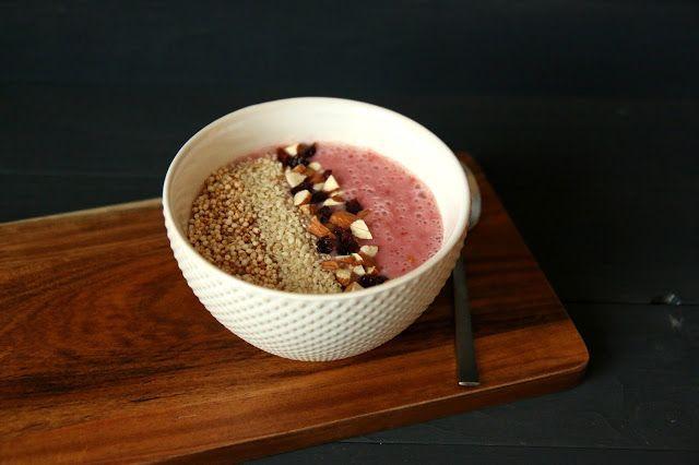 5 leckere Frühstückbowls Erdbeer- Banane- Smoothiebowl