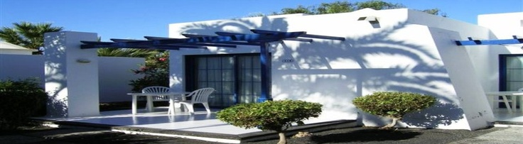 Marconfort Atlantic Gardens Bungalows is a small complex built in the purest Lanzarote style and ornamented with thick vegetation on terraces. It offers ample bungalows and spacious solariums; all the bungalows have an independent terrace.