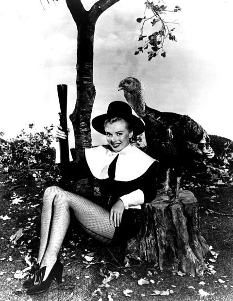 Pilgrim Marilyn Monroe Is On The Hunt For Thanksgiving Dinner Psst Hes Right Behind You