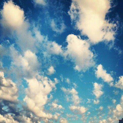 Puro chile es tu  cielo azulado