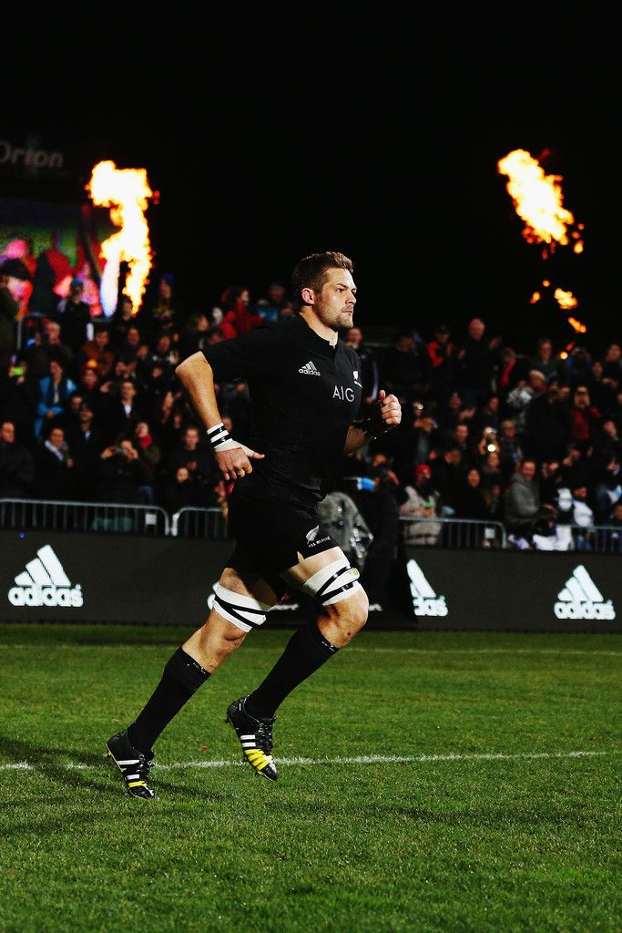 Richie Mccaw Photos Photos - Richie McCaw of the New Zealand All Blacks runs out for The Rugby Championship match between the New Zealand All Blacks and Argentina at AMI Stadium on July 17, 2015 in Christchurch, New Zealand. - New Zealand v Argentina - The Rugby Championship