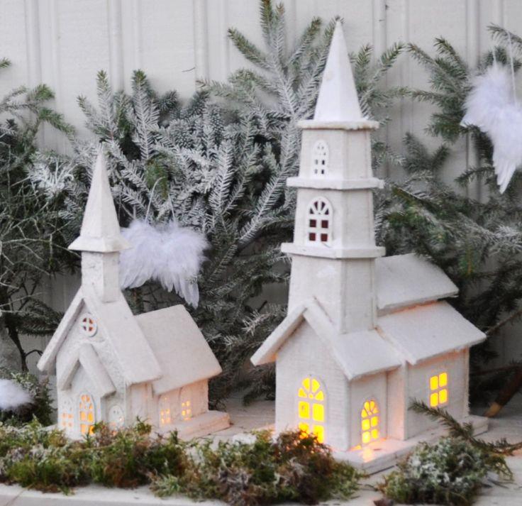 Hvit Kirke med Lys - 37cm