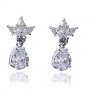 Cercei Princess White Diamonds http://www.borealy.ro/bijuterii/cercei/cercei-princess-white-diamonds.html