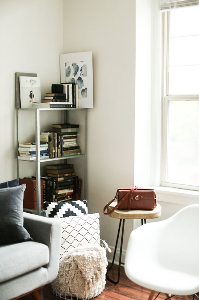ikea hyllis - A Minneapolis Apartment Filled With Simple Pleasures & Blended Styles | Design*Sponge