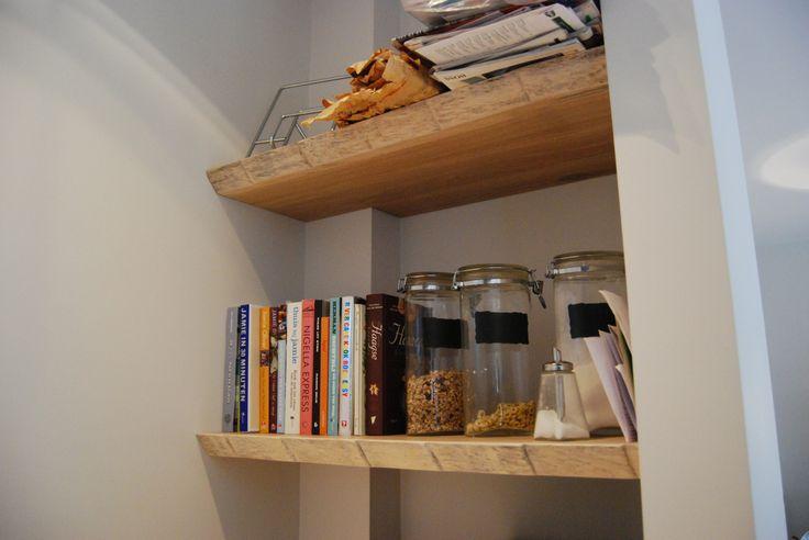 www.meubelmakerijkoolhoven.nl eiken planken in nis! idee voor opslag in je keuken