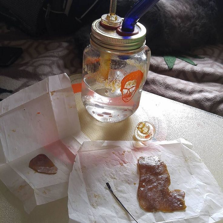 "Dang @budbunny419 puts in some work on Easter!  Get the #dealiebuddy rig at domoredealie.com 21   ... ""Time for some #easter #dabs from our #michigan #slab before we hit the showers then the road  #dab #710 #420 #holiday #ready #clouds #terps #thc #homemade #love #weshouldsmoke #wedontsmokethesame #weed #pot #cloudsoverdetroit #dealiebuddy #Baazooextracts #baazoo""  #dealieatingthenation #dodealie #extracts #slabs #cbd #mmj #highlife #errl"