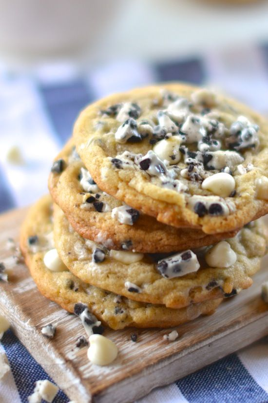"Chunky ""Cookies and Cream"" Cookies... great way to finish off the extra fall 'treat' candy if it hadn't already made it to the lips!! YUM <3"