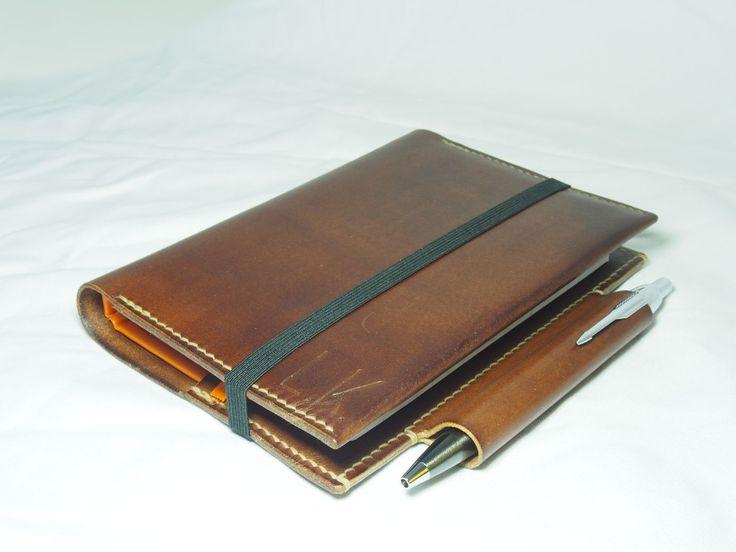 Obal na deník A6 s klipem na pero Parker a s vnitřní kapsou na průkaz.