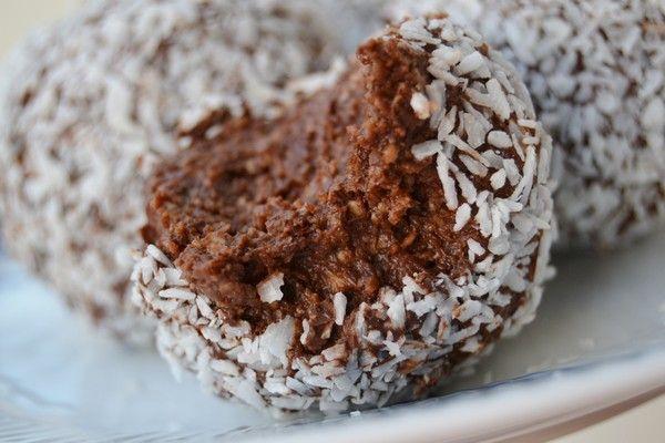Ljuvligmat.se - en mat- och bakblogg - Chokladbollar med mörk choklad