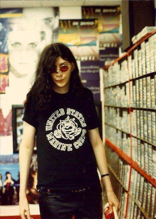 punkwavebruised: Joey Ramone via