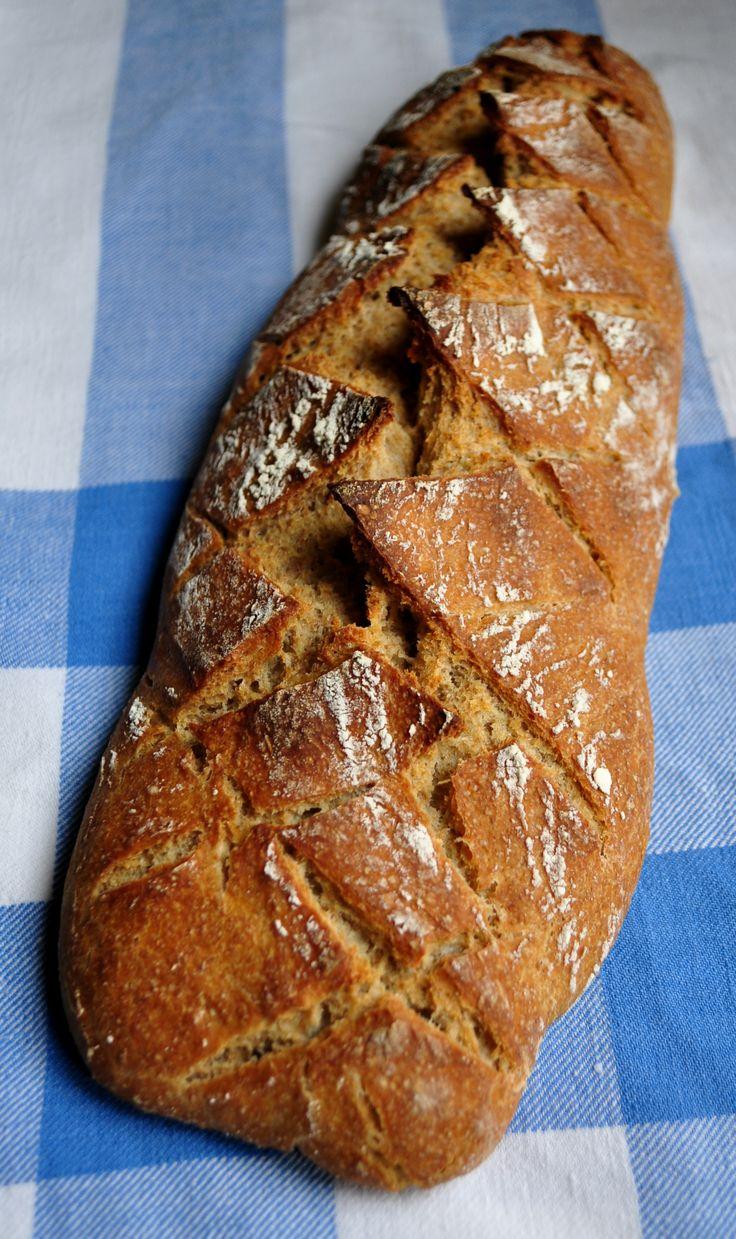Pan semiintegral de trigo con masa madre elaborada con harina de centeno y agua