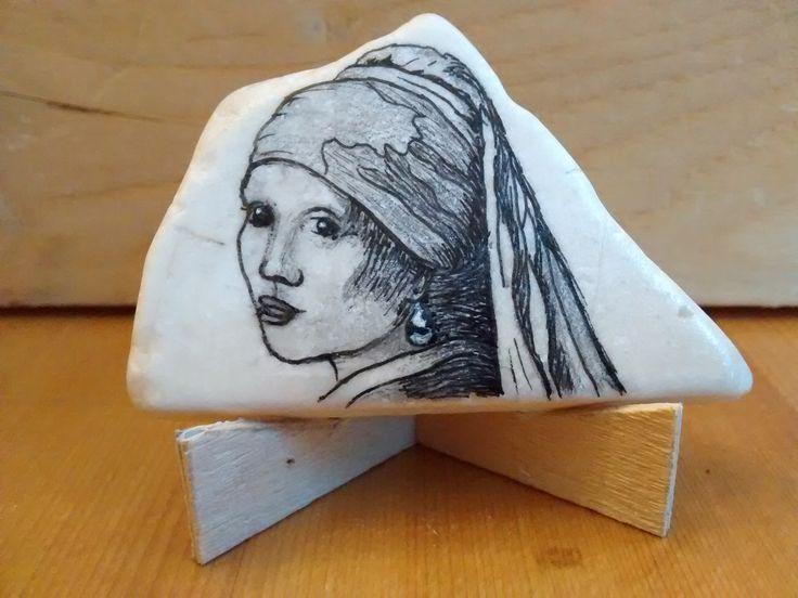 """""""Meisje met de Parel"""" naar Vermeer, micronpen en potlood op steen (€ 10,00)"""