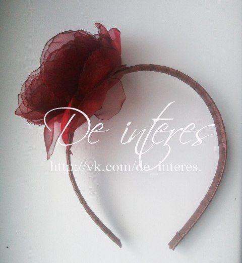 Ободок с цветком цвета бургунди от De interes. В наличии! #аксессуар_для_волос#ободок#цветок#шоколад#коричневый#бургунди#бордо#стразы