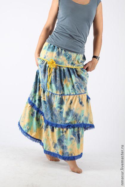 Юбка `Azul`. Яркая  и  легкая летняя юбка  Длина 100см  По низу юбки - 4м 50см  Отделка кружевом и крючком  Пояс на резине, это позволяет варьировать с…