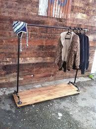 Resultado de imagen para como hacer percheros de pie con madera y tuberias