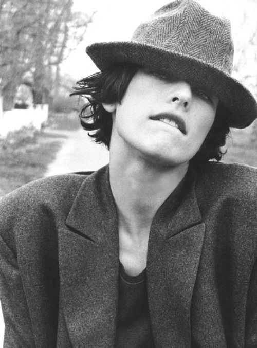 Milla Jovovich looking like Richard Ashcroft. Love androgynous style.