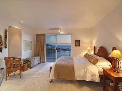 The Penthouse Apartment is Camps Bay Terrace's premier accommodation. Come and treat yourself to absolute luxury with spectacular views of the Twelve Apostles and the Atlantic Ocean. During the day the sun beats down on the terrace, and the rays glisten off the sea; at night the crescent of lights around the bay creates a delightful and sophisticated ambience.