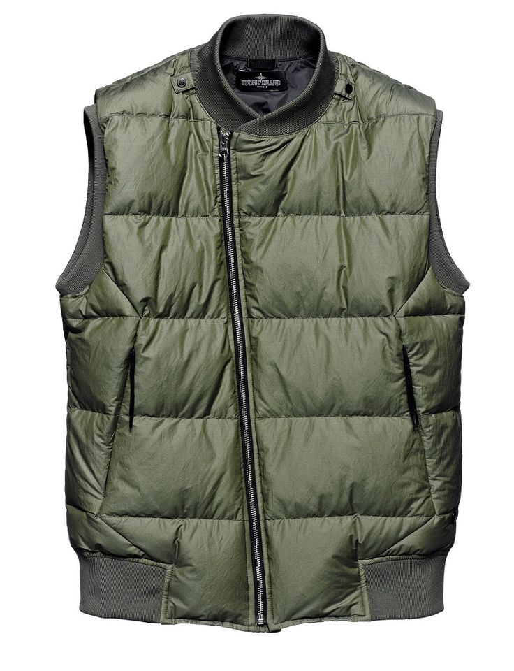 G0102 DOWN VEST_CO RIP STOP Vest in lightweight micro rip-stop cotton canvas, padded with the finest down. Lightweight down sacks construction. Tapes and snap fasteners at the neck allow the garment to be integrated in Stone Island Shadow Project shoulder