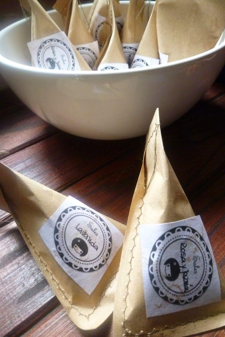 Nipona : Presentación Sales de Baño